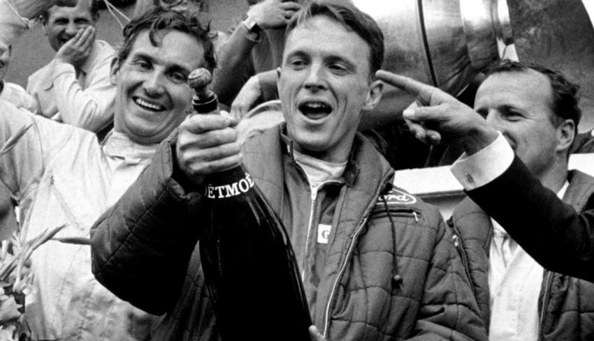 1967. június 11-én történt, hogy a Le Mans-i futam végén Dan Gurney, a győztes amerikai versenyző és társa, A.J. Foyt egy óriás palack Moët & Chandon pezsgőt kapott. Ő volt az, aki az autóversenyzés történetében először fürdette meg pezsgőben közönségét.