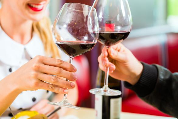 A második pohár bor kísérőjeként muszáj keresned egy-egy szeletnyi sajtot, felvágottat vagy szinte bármit a hűtőben.