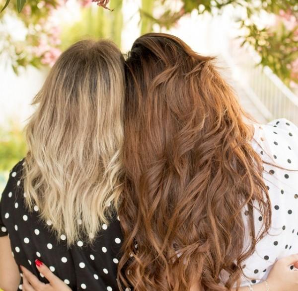 barátság barátnő lányok szőke barna