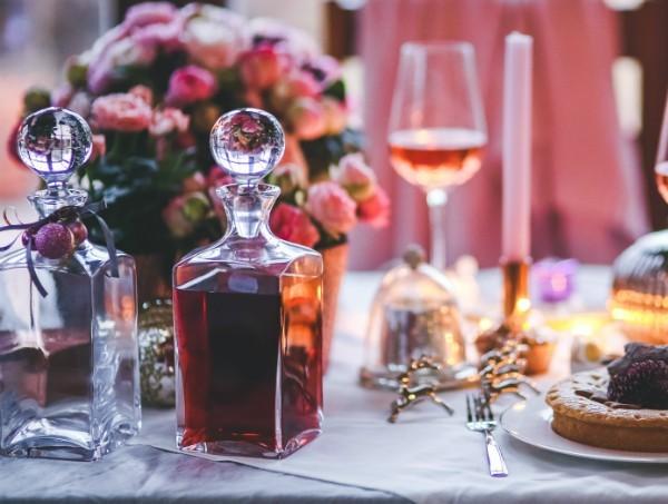 bor-vacsora-asztal-alkohol