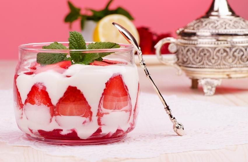 citromos-poharkrem-eper-desszert