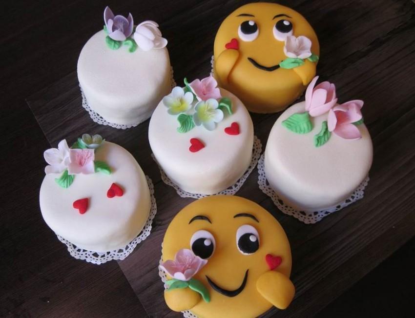 Sokféle kis és nagy torta készül itt, szépek, viccesek, kedvesek, kreatívak
