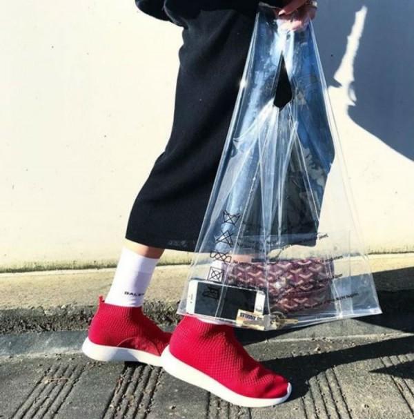divat trend meztelen átlátszó táska