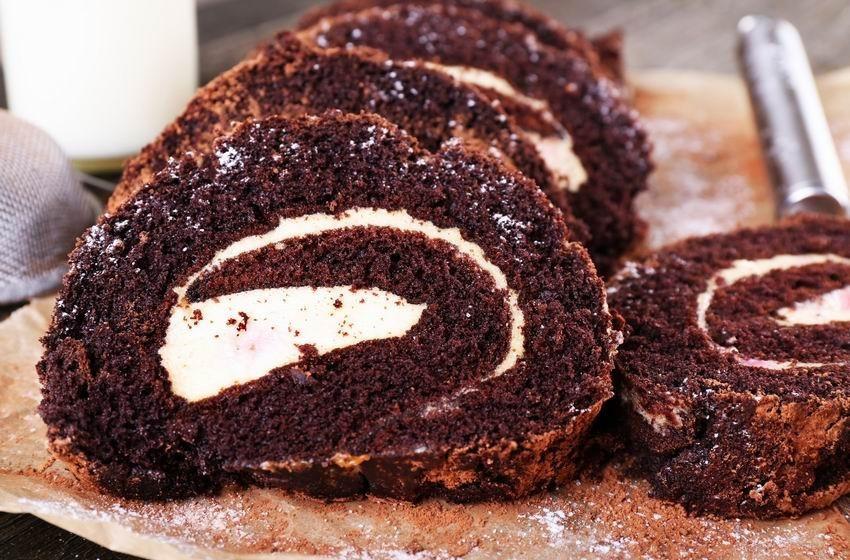 duplacsokis-piskotatekercs-isteni-kenyezteto-desszert-egyszeruen