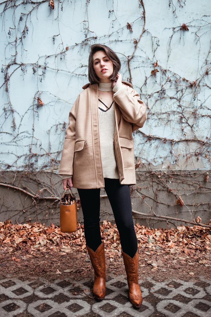 Lelőhelyek: csizma - Wild West Store, nadrág - H&M, pulóver - Zara, kabát - Mangó, táska - Mangó
