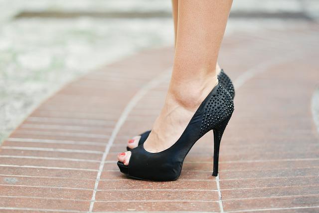 a magas sarkú cipők segíthetnek a fogyásban