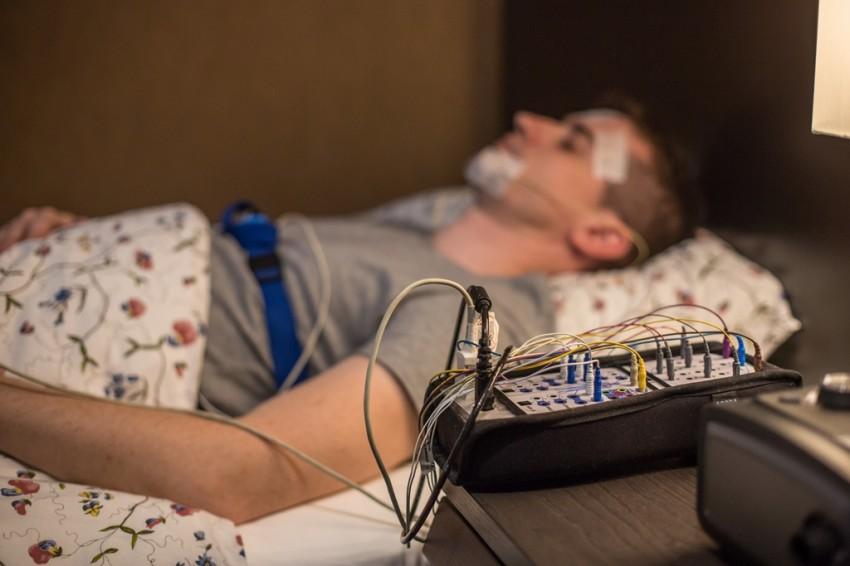 A poliszomnográfiás vizsgálat megmutatja az alvás minőségét és mennyiségét,valamint lehetővé teszi valamennyi alvás közbeni élettani folyamat megfigyelését is.