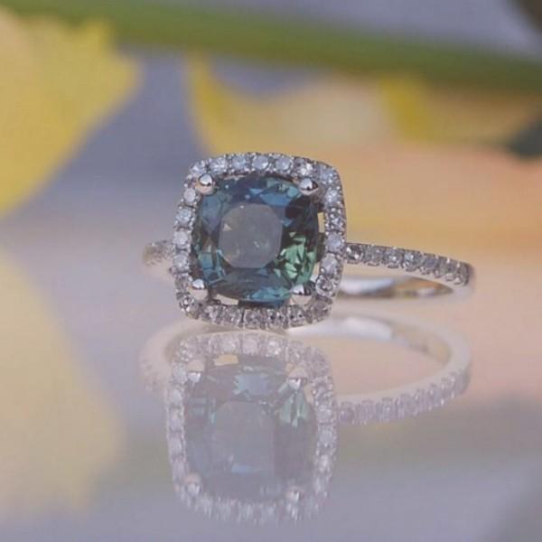 kék eljegyzési gyűrű