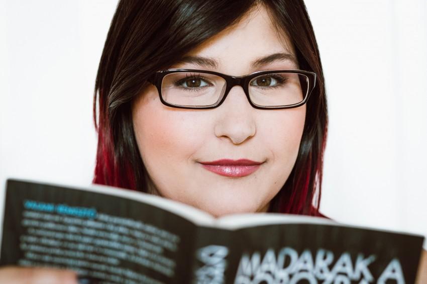 Szemüvegben is lehet gyönyörű a sminketek! – Tuti tippek 6d9f8d5050