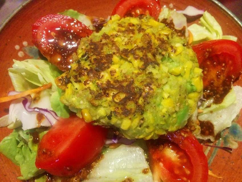 kukorica-avokado-burger-zoldsegfasirt