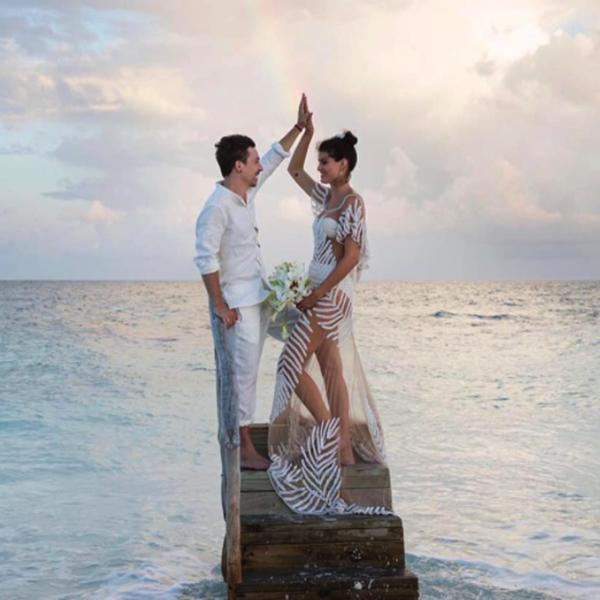 meztelen esküvői ruha