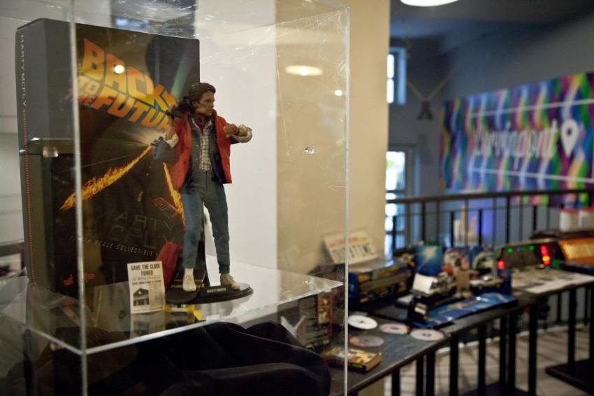 A mozi előterében kiállítás volt, ahol gyűjtők értékes zsákmányait lehetett megcsodálni.