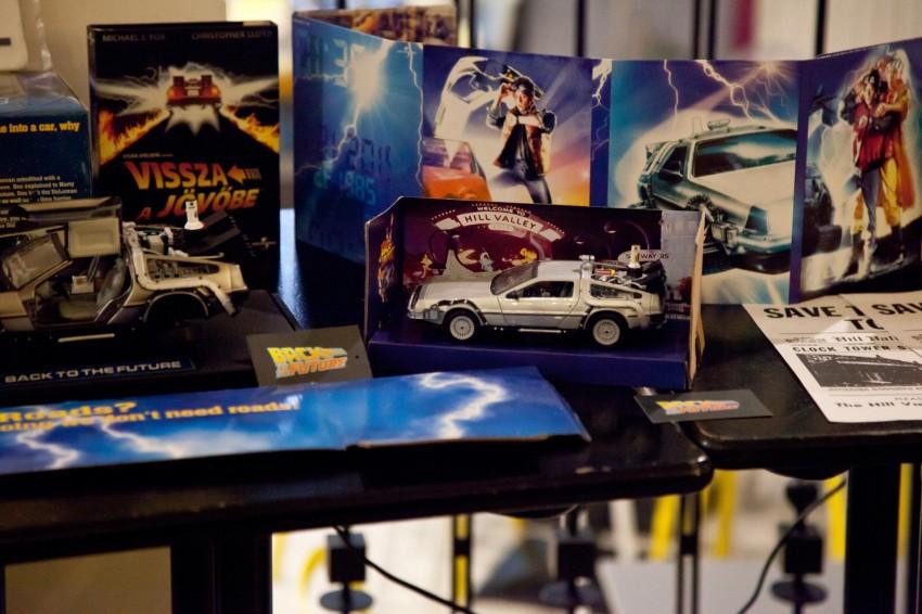 Nemcsak a kint kiállított DeLorean, hanem a benti gyűjtői makett is nagy népszerűségnek örvendett.