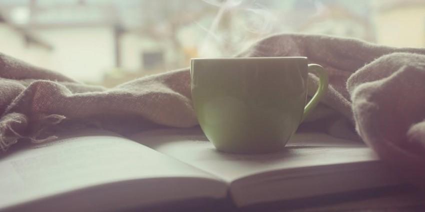 olvasas-konyv-tea-forro-kave