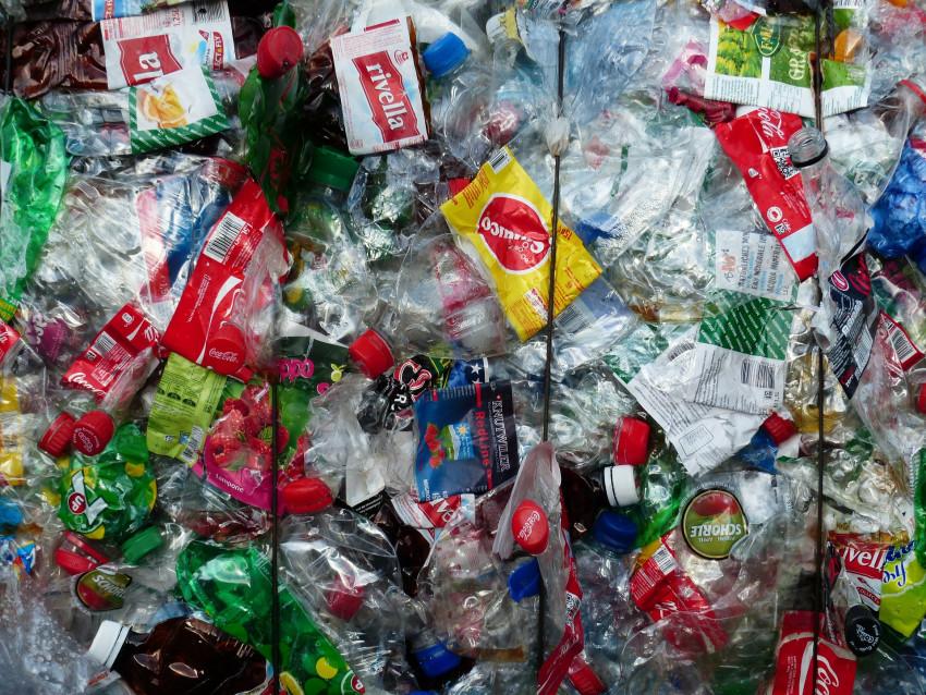 plastic-bottles-115074_1920