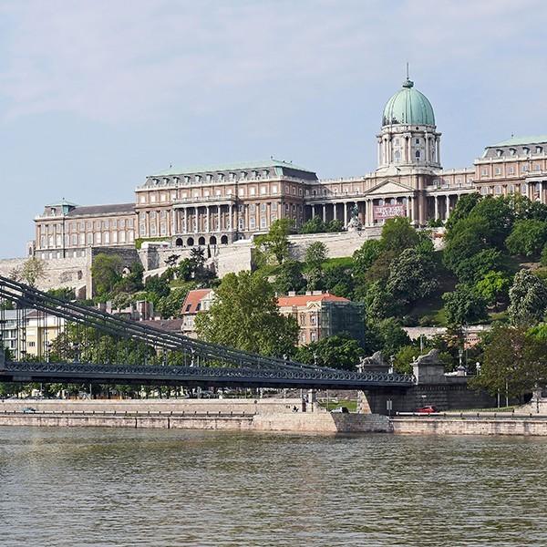 royal-palace-budapest-chain-bridge-danube-159177