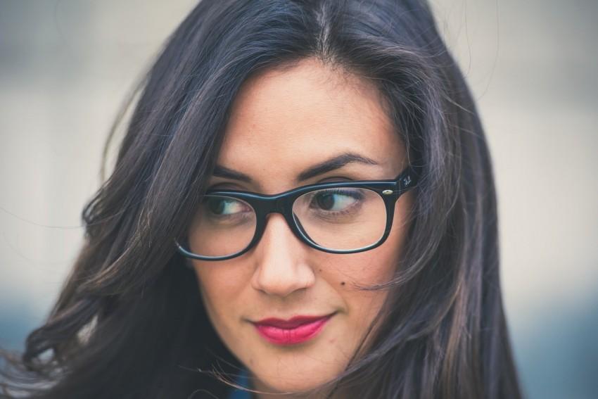 Melyik szemüvegkeret illik leginkább az arcotokhoz  Segítünk! 0fd0e40f68
