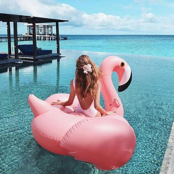 úszógumi flamingó strand nyár medence