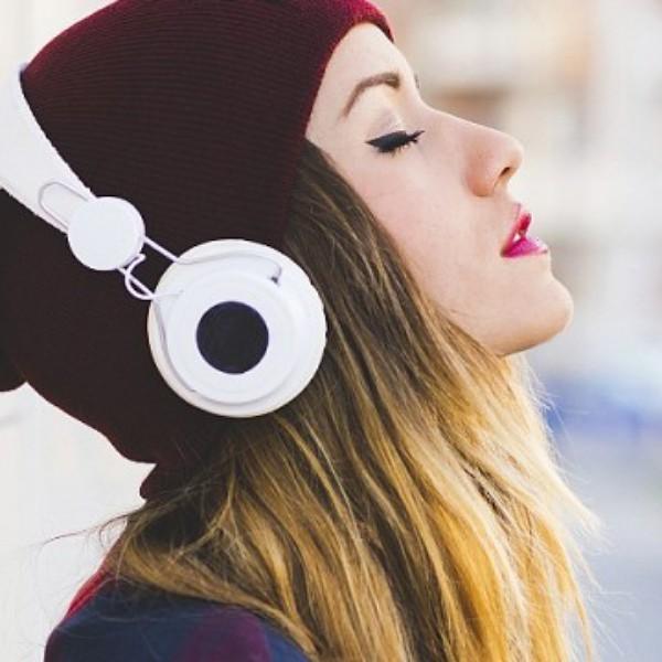 Zenelejátszó-kisokos: annál, hogy mit hallgattok, sokkal fontosabb, hogy min hallgatjátok Mojzes Nóra